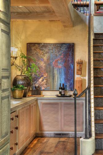 Gibson Interior kitchen art